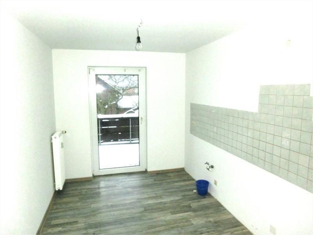 einziehen und wohlf hlen renovierte 3 zimmer wohnung mit balkon. Black Bedroom Furniture Sets. Home Design Ideas